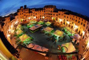 Vedute della citta' di Lucca. Piazza dell'anfiteatro in notturna in occasione della Festa di Santa Zita. Italia - Toscana - Lucca *** Local Caption *** Citta' di Lucca